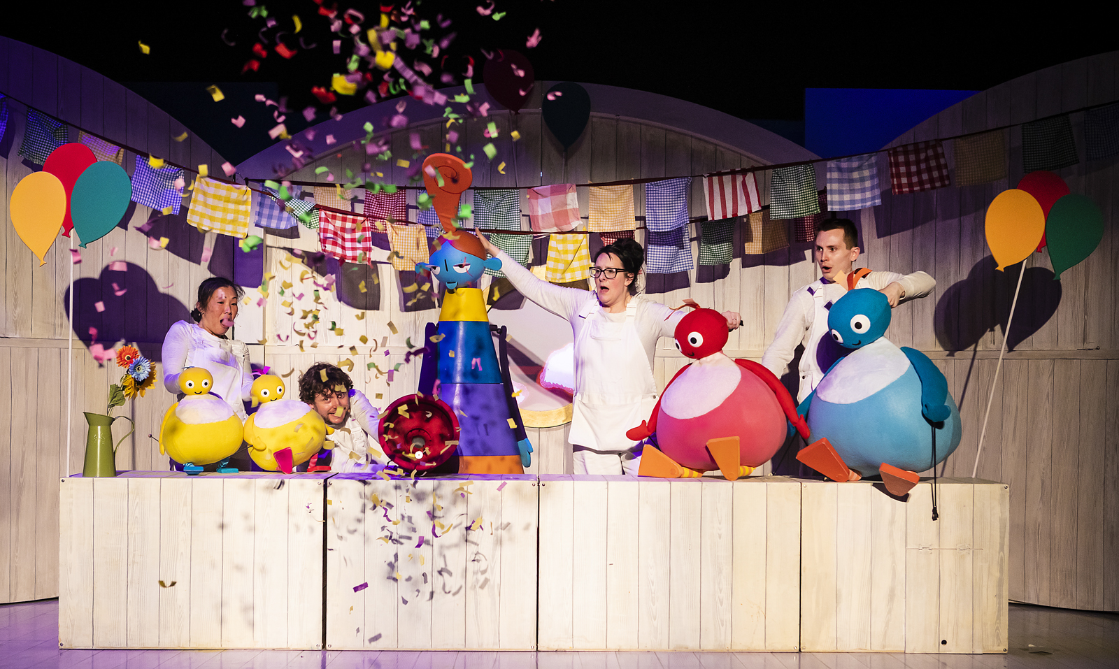Twirlywoo puppets with confetti